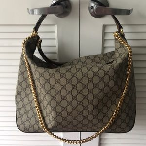 Brand new Large Gucci hobo Bag w/ attached chain